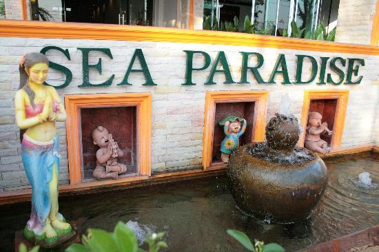 Sea Paradise Hotel : In Front your way to Reception