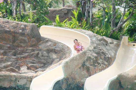 Sutera Harbour Resort (The Pacific Sutera & The Magellan Sutera): Having fun on the slide