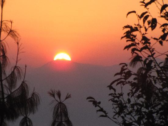 Club Himalaya Resort: sunrise from balcony