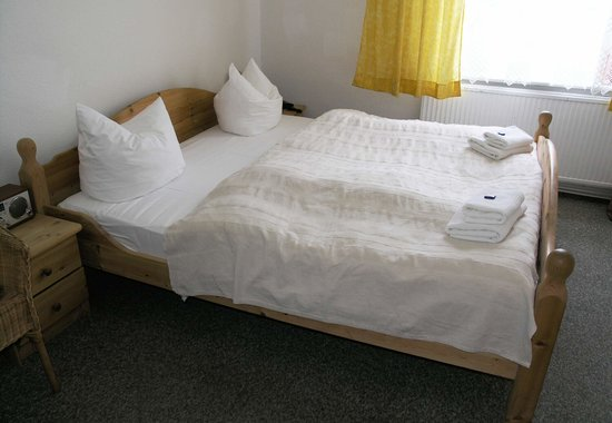 Ostseebad Kuhlungsborn, Germany: One of our 2 rooms (twobed room)