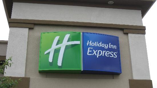 ‪‪Holiday Inn Express Beloit‬: The Entrance to the hotel‬