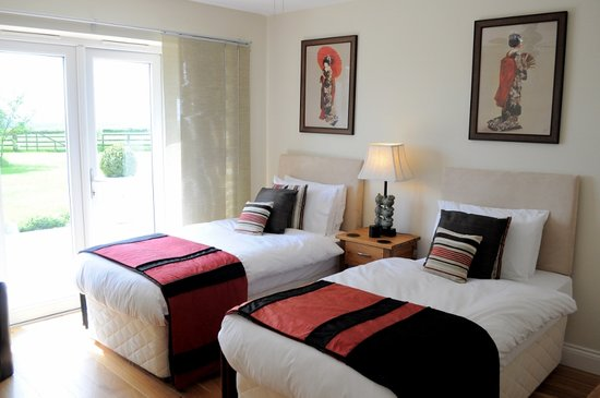 Hill View Farm: The Red Room: Twin En-Suite