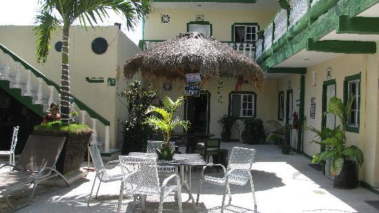 Hotel Posadas Addy: Hotel Addy`s charming courtyard