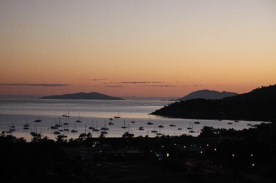 Azure Sea Whitsunday: Sonnenuntergang vom Balkon