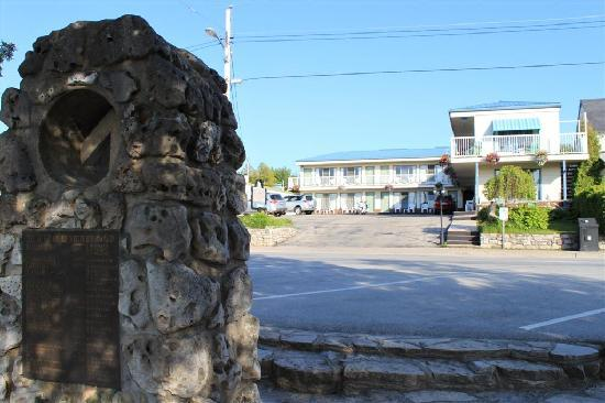 Blue Bay Motel : Head of the Bruce Trail Cairn and Us
