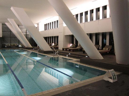 The Capitol Hotel Tokyu: heated swimming pool