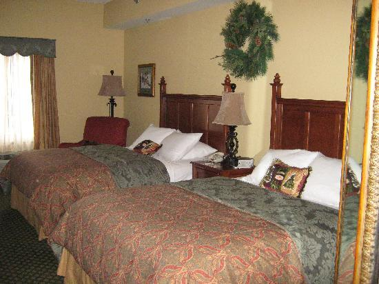 The Inn at Christmas Place: Comfortable bed!!
