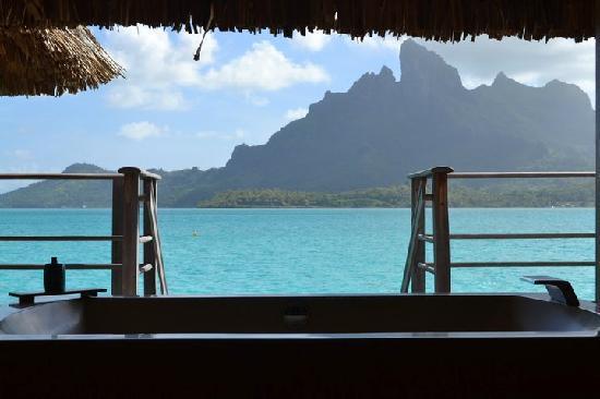 Four Seasons Resort Bora-Bora : Nice Tub!