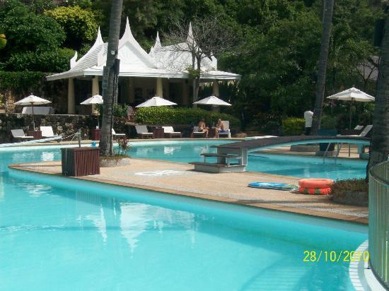All Seasons Naiharn Phuket : pool view