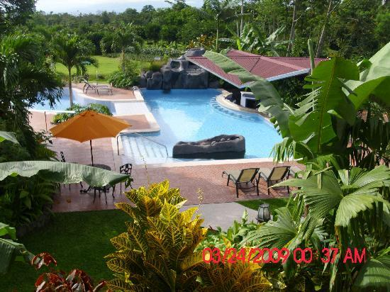 Hotel Gran Arenal: Here is a great view of the pool & property