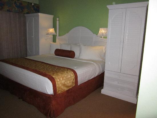 Orbit One Vacation Villas: Master Bed