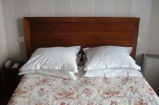 Sevres Saint Germain Hotel : ベッド