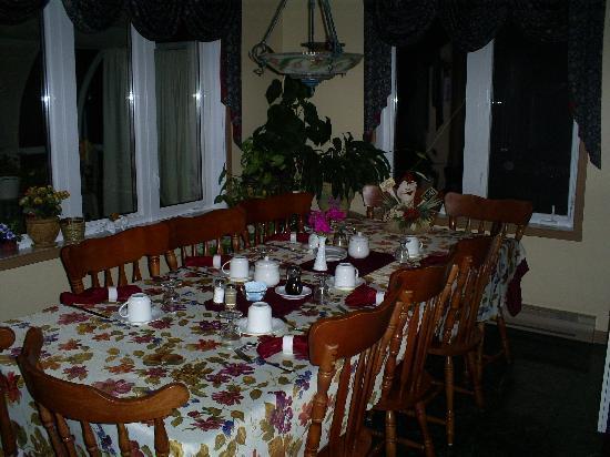 Gite Entre Mer et Monts : salle à manger