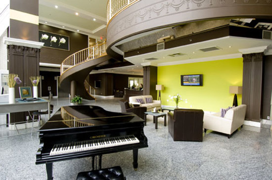 Quality Suites: Spacious, Inviting Lobby