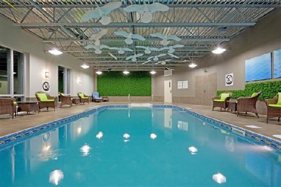 Holiday Inn Express & Suites Saint-Hyacinthe: Our relaxing pool / La piscine relaxante