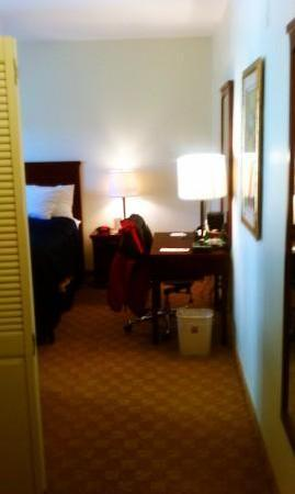 Clarion Hotel-Downtown Oakland: Walking into the room