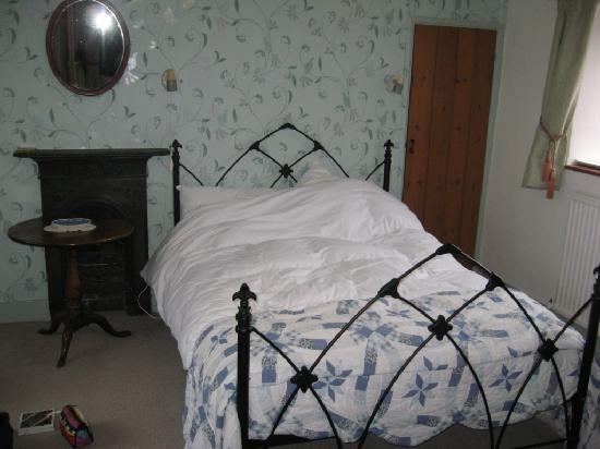 The Old Farmhouse: Spacious and comfy bedroom