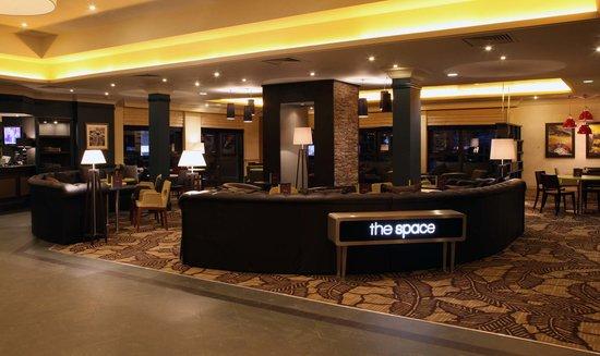 Hilton Edinburgh Airport: the space