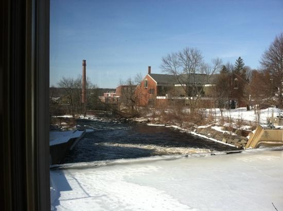 11 Water Street Restaurant: view out the window of the Exeter River