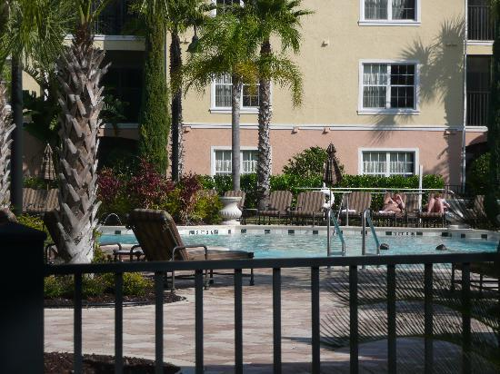 WorldQuest Orlando Resort: Pool through gates
