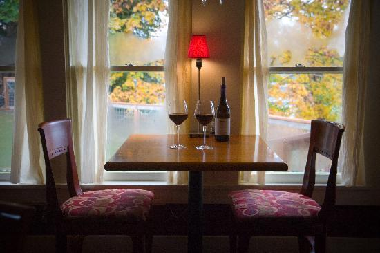 Swing Wine Bar: your table is waiting.....