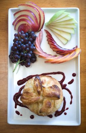 Swing Wine Bar: Baked Brie in puff pastry