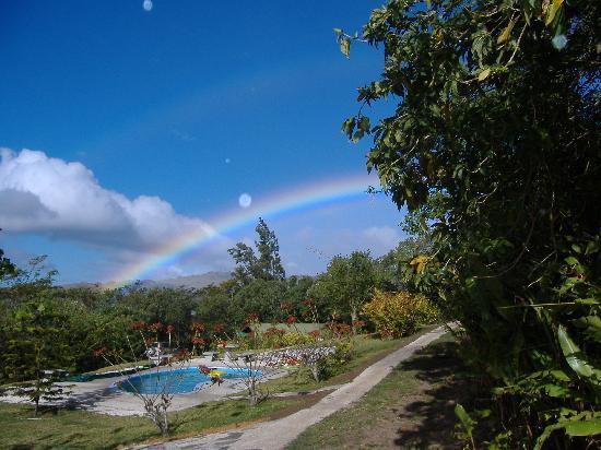 Cabanas La Pradera: pool from cabin