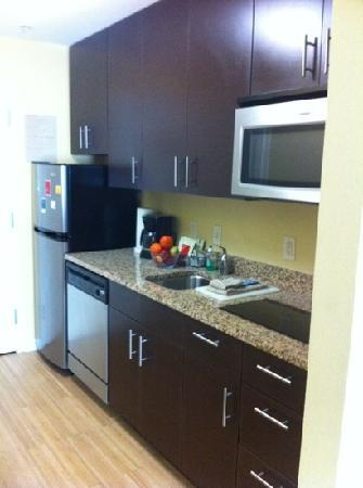 TownePlace Suites Savannah Airport: nice kitchen