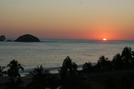 Park Royal Beach Resort Ixtapa: Sunset 2/11/11