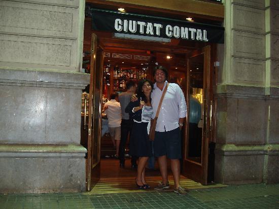 Ciudad Condal Restaurant: Una foto all'ingresso in attesa di entrare...