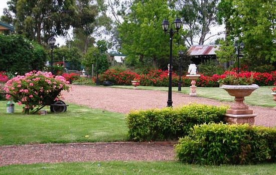 Aberdeen, Australia: Meander about the manicured gardens