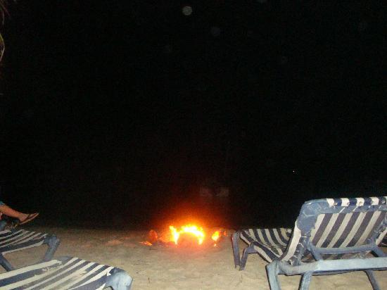 Sundancer Cabanas Roatan Beach Front: fire at night in west bay