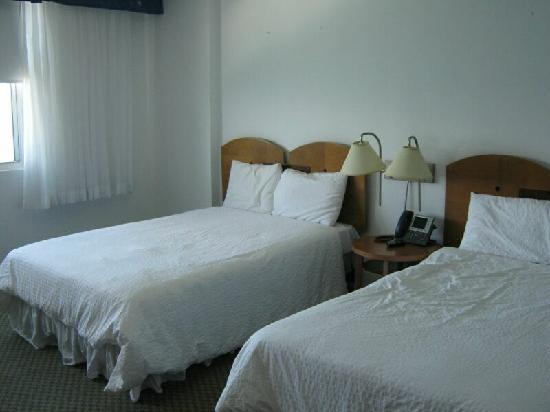 San Juan Beach Hotel: Roomy bedroom with two full size beds