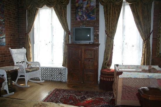 Castel d'Amerique Francaise: beautiful spacious room