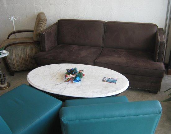 Benitto's Paninoteca Bar : Comfortable Seating Area