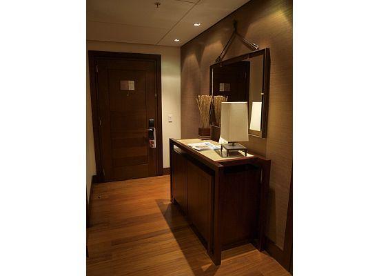 JW Marriott Hotel Bogota: foyer of bedroom