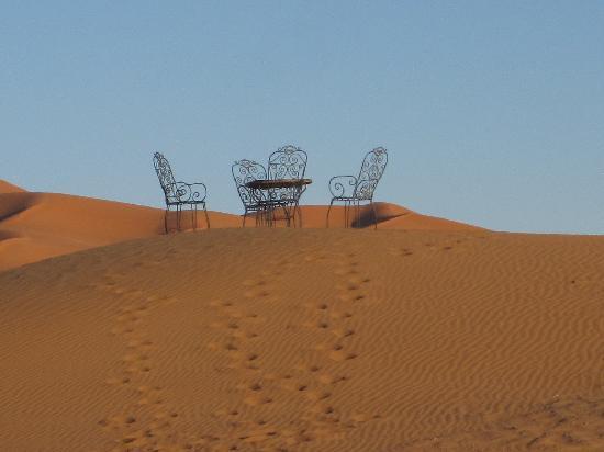 Erg Chebbi : Tea in the desert