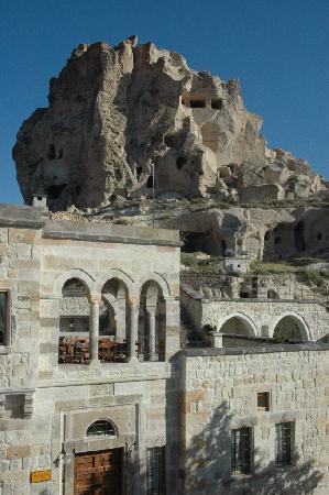 Kale Konak Cave Hotel: Next to Uchisar Castle