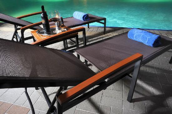 Rembrandt Hotel Bangkok: Outdoor Swimming Pool