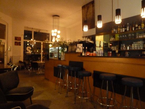 nettes lokal am f rstenplatz apartment bar d sseldorf. Black Bedroom Furniture Sets. Home Design Ideas