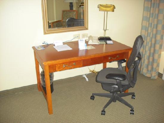 Hilton Garden Inn Jacksonville JTB / Deerwood Park: Desk/Work area