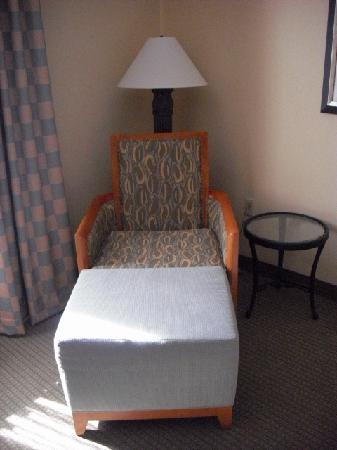 Hilton Garden Inn Jacksonville JTB / Deerwood Park: Chair and ottoman