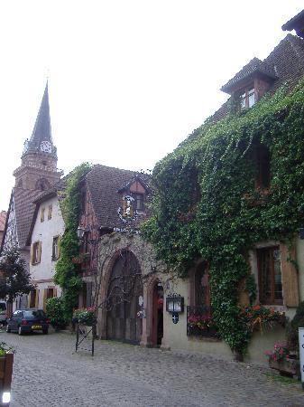 Bergheim, France : vista hotel da fuori