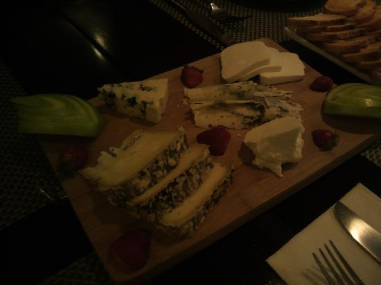 Gustavaus Steak Lounge: ブルーチーズ各種 青りんご添え