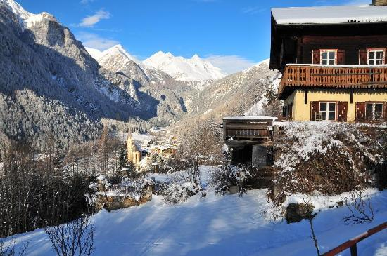 Chalet Hotel Senger: View from Chalet to the village below and Alps beyond