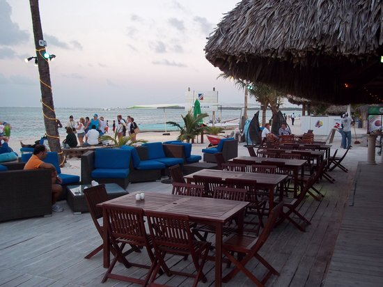 Acqua Beach Club: Outside dining at its best