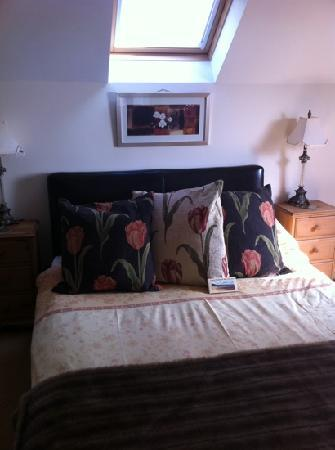 Wiseman's Bridge Inn: gorgeous bedroom (room 8)