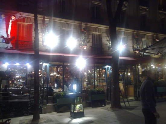 Chez Clement - Porte de Versailles : Restaurant exterior at night