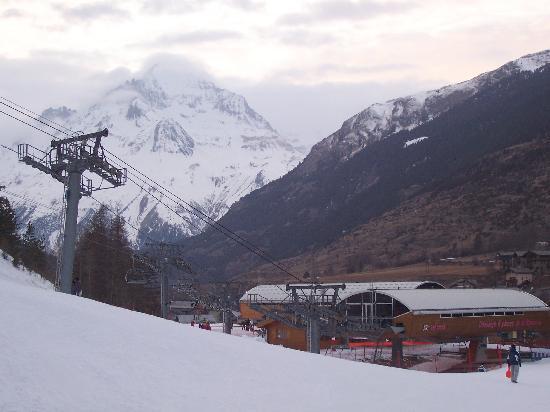 Lanslebourg Mont Cenis, Francja: magnifique cadre très enneigé