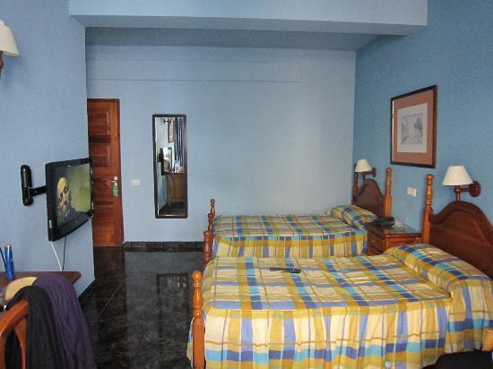 Habitaci n con dos camas fotograf a de hotel atlanta las - Como distribuir una habitacion con dos camas ...